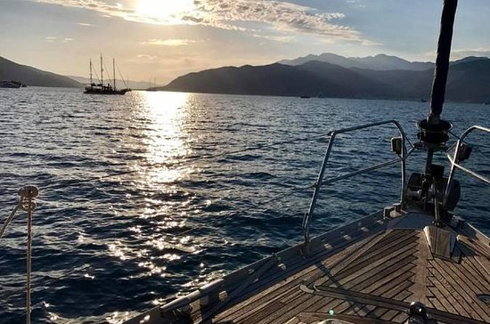 Full Day Sailing Boat Tour of Boka Bay