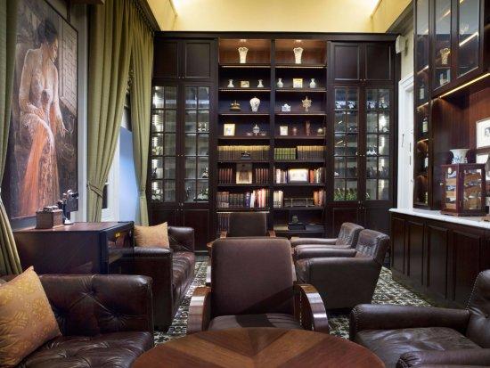 Hermitage Lounge: Cigar Room