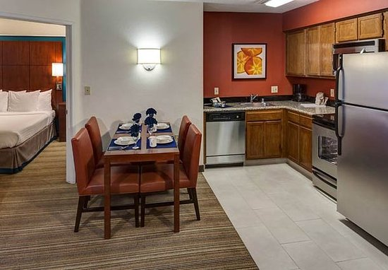 Residence Inn San Diego Downtown: Two Bedroom Suite Kitchen
