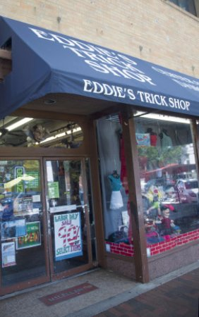 Marietta, GA: Eddies Store Front facing the square