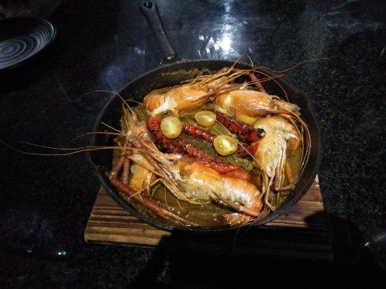 Poipet, Cambodia: กุ้มอบ เครื่องเทศ สมุนไพร อร่อยกุ้งหวาน