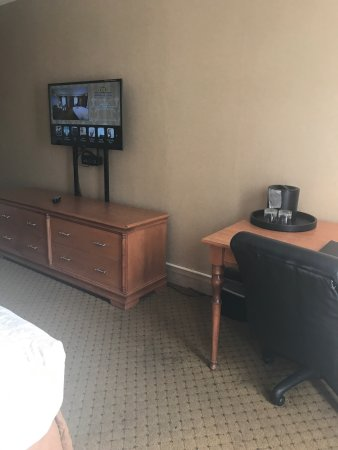 Ambassador Inn at Marquette: Room pretty basic fridge  a Plus beds pretty comfortable .