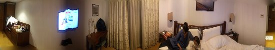 Chandralok Hotel: 360 view of the room
