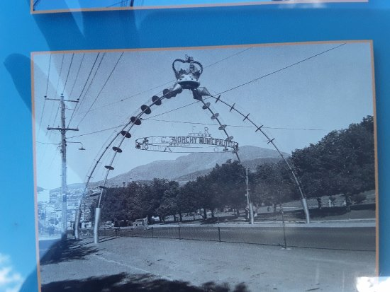 Riverfront Motel & Villas: Photo of the Arch for Queens visit