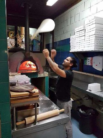 Capizzi Pizzeria: If I did this it would end up on my face.