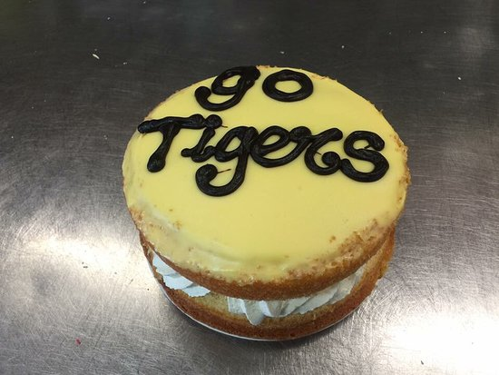 Dingley Village, ออสเตรเลีย: Check out our Go Tigers Cup cakes and sponge cake with fresh cream 👍🏼🐯🐯🐯🤗😍