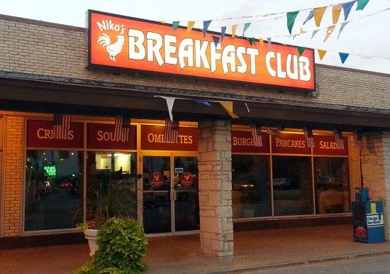 Oak Lawn, IL: front of & entrance to Niko's Breakfast Club