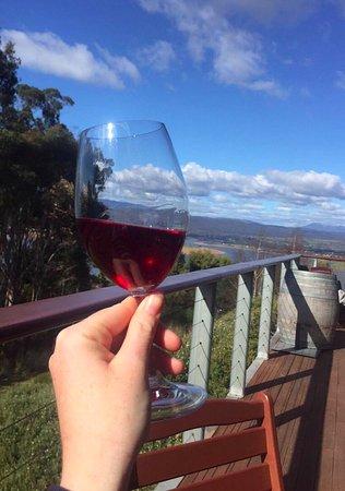 Rosevears, Avustralya: A glass of Devil's Corner Resolution Pinot Noir