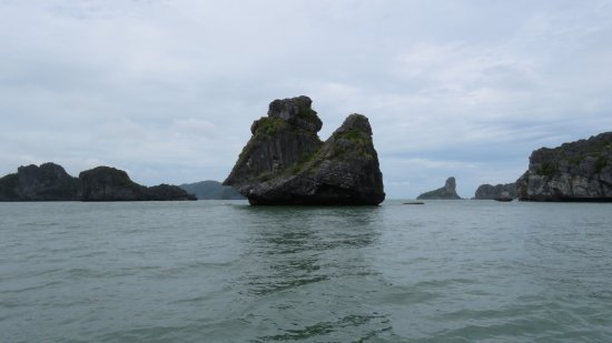 In Sea Speedboat : little islands all around