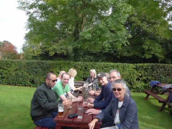 Winkfield, UK: Our group in the White Hart's garden