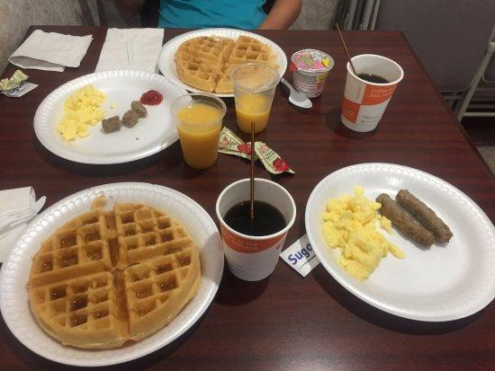 Comfort Inn Yosemite Area: Desayuno buffet