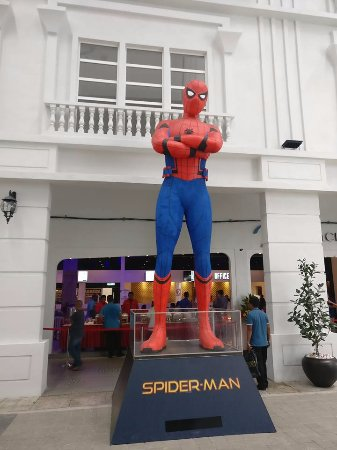 Sungai Petani, Malaysia: Spider Man welcoming the customer toward the cinema.