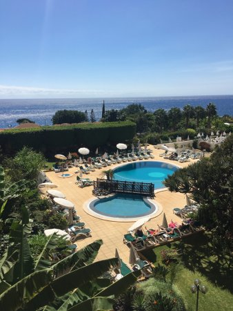 Suite Hotel Eden Mar: Pool and sea view