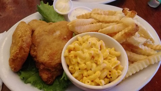 Waverly, NE: Fish with macaroni side and chips.