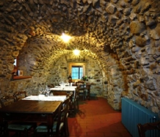 Lenna, Italia: Inside dining - one of the rooms