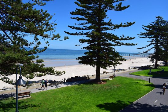 Seawall Apartments: Right on the edge of the beach, perfect view!