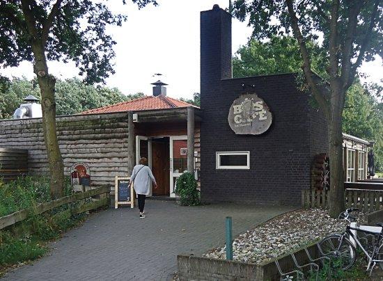 Horst, เนเธอร์แลนด์: De entree vanaf de parkeerplaats.