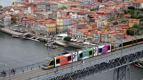Pestana Vintage Porto : Hotel and bridge