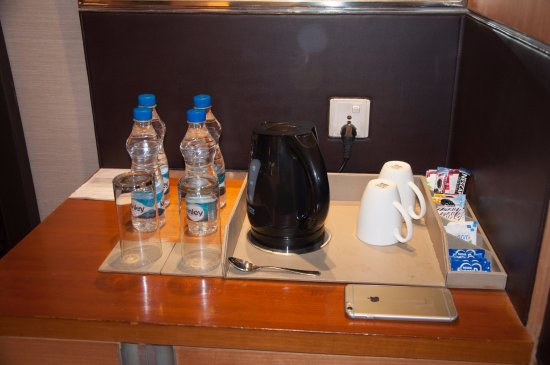 Holiday Inn New Delhi Mayur Vihar Noida: Complimentary Tea / Coffee/ Water