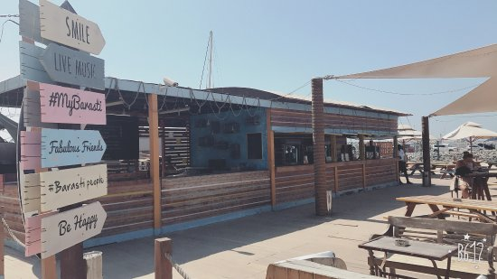 Barasti Beach Bar : Great place with out paying for entrance , you can relax and taking sun bath then falling in lov