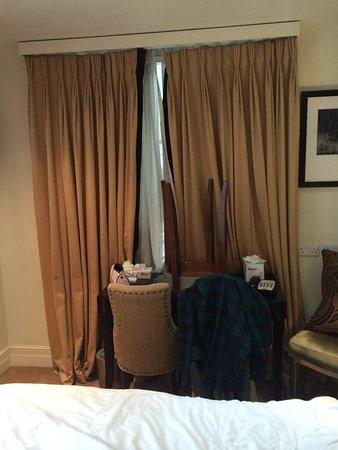 The Tophams Hotel Belgravia: Barricaded door