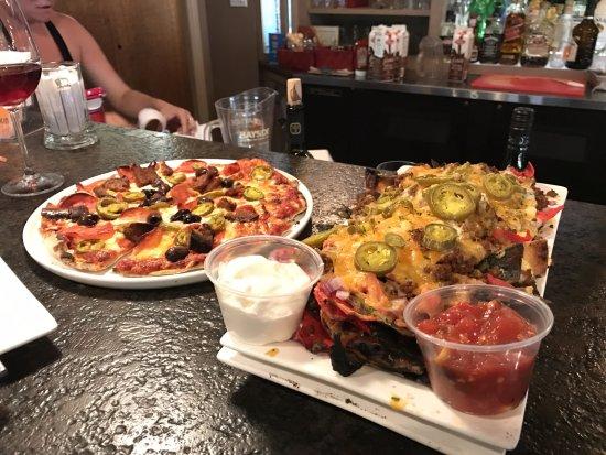 Erieau, كندا: Erieau heat wave & small brew pub nachos
