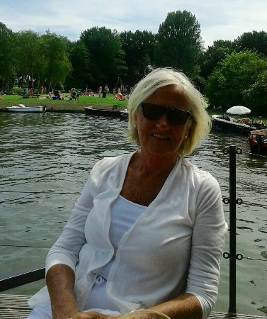 Bovenkarspel, Países Bajos: Leuk terras aan het water....aan de rand van het streekbos...wandelen