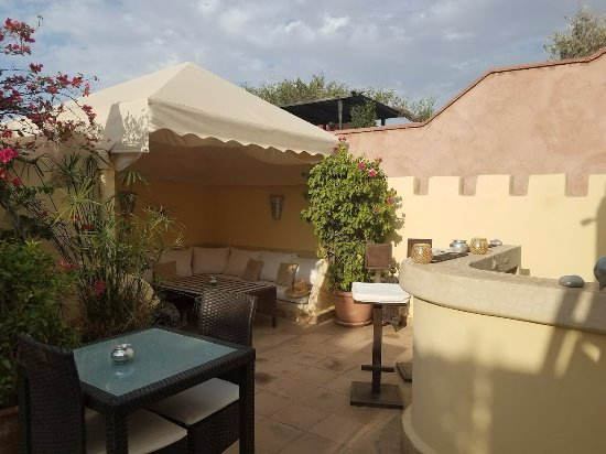 Riad Cocoon: Nice area to enjoy an outside breakfast