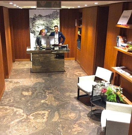 The Emblem Hotel: Beautiful Registration Lobby