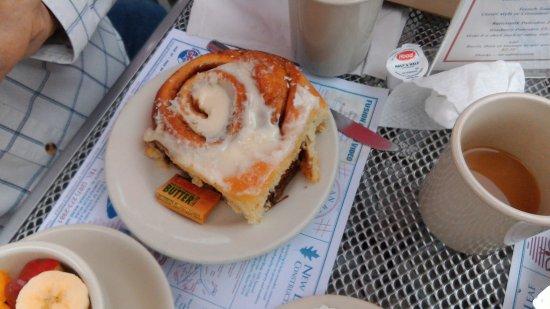 Marriner's Restaurant: cinnamon roll
