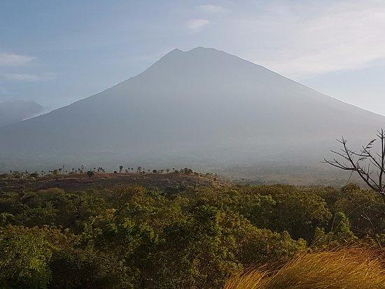 Tulamben, Indonesien: вид на Агунг