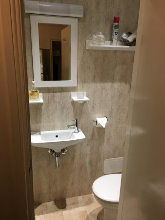 Robertsbrook Guest House: Bathroom Interior