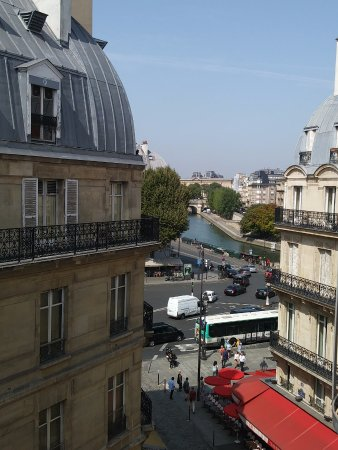 Hotel Albe Saint Michel: 5th floor room with a view of the Seine and Louvre