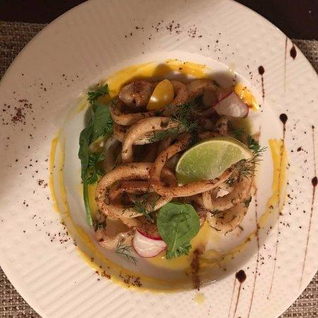 Vino & Tapas : Garlic Butter Squid