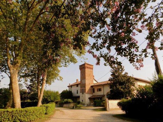 Zerbolò, Włochy: architettura fortificata, sec. XIII , interessante la meridiana  sulla torre