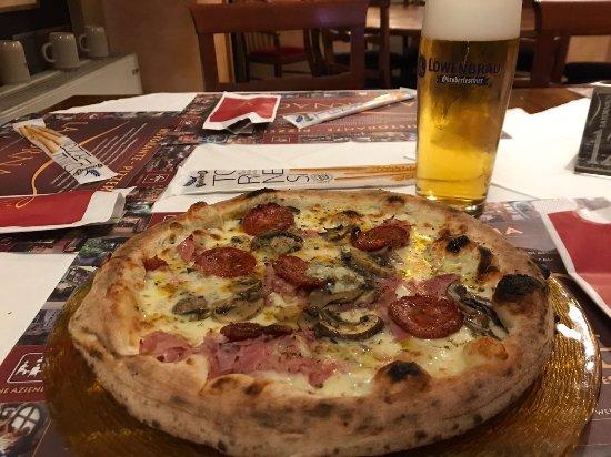 Mestrino, Italien: Pizza con Bordo ripieno di ricotta, Speciale!