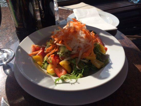 Botel Matylda: Salad
