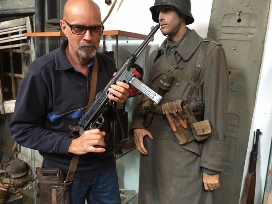 Tin Shed Experience : You can handle the guns! (I disarmed the German!)