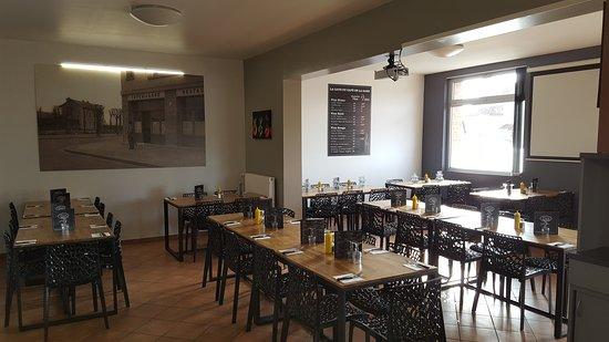 Cafe de la Gare: Ambiance Salles de restauration