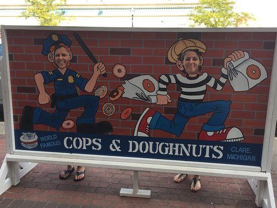 Cops & Doughnuts Headquarters: Cute props inside and out!