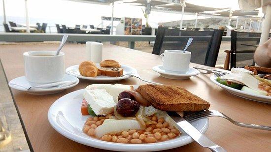 Alia Beach Hotel: завтрак