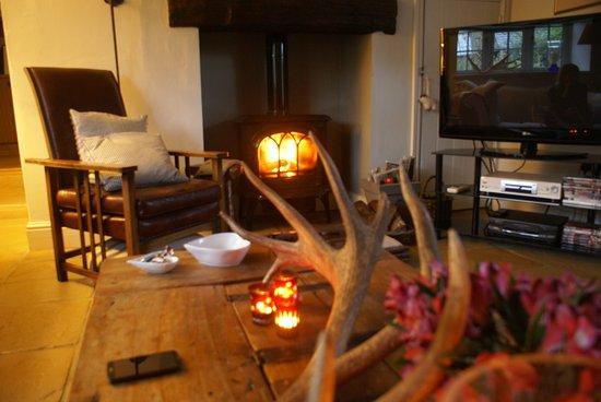 Lekker knus in de woonkamer \'s avonds! - Picture of Mill House B&B ...