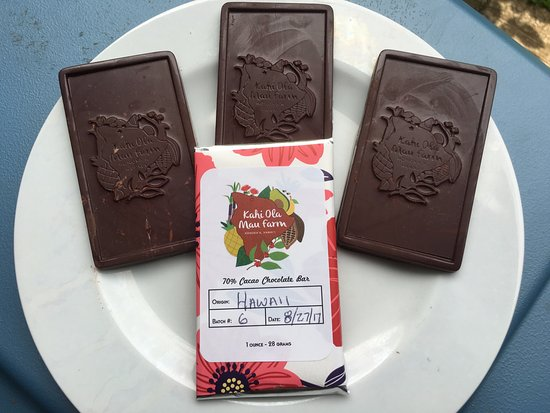 Honokaa, Havai: Our artisan chocolate is all made on site, using single origin cacao beans and cane sugar.