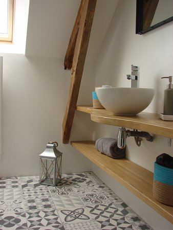 Nonant, Francia: La maison du palefrenier : salle de bain