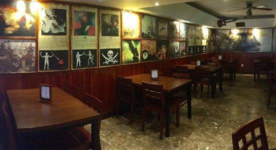 O Pirata Gastropub: Sala