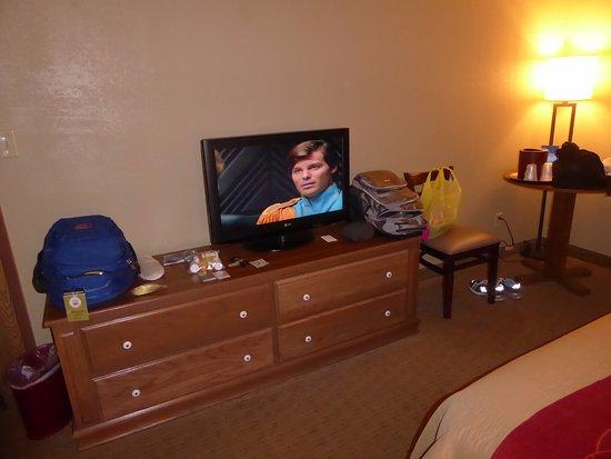 Comfort Inn Marshall Station: Television and Storage