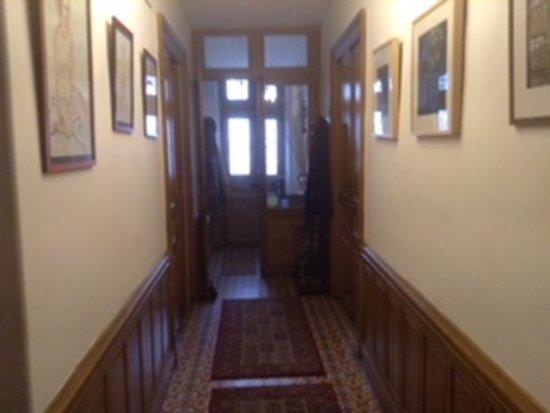 La Maison de la Riviere: Hallway