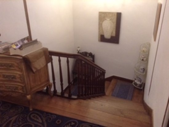 La Maison de la Riviere: Staircase