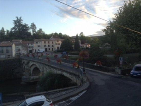 Esperaza, Франция: Bridge over the river.