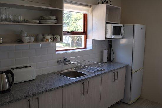 Goose Green Lodge: Sun Bird cottage kitchen